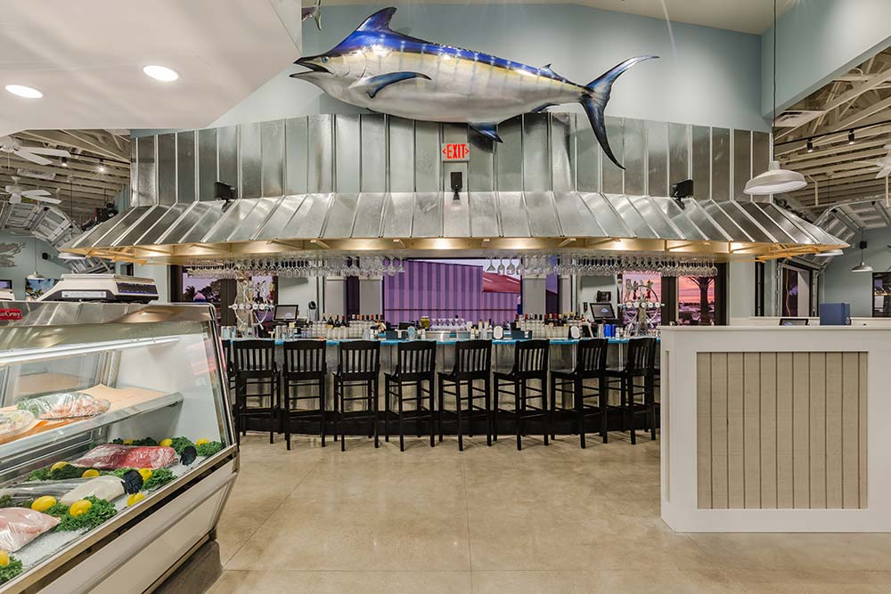 Deep Lagoon Seafood & Oyster House – interior bar